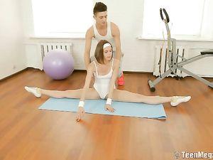 Gymnast Does Splits As She Fucks Her Big Cock Man