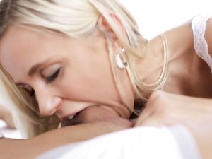 Horny Teen Girlfriend Blows Her Man To Wake Him Up