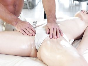 Thick Cock Fucks Kylie Quinn After An Oil Massage